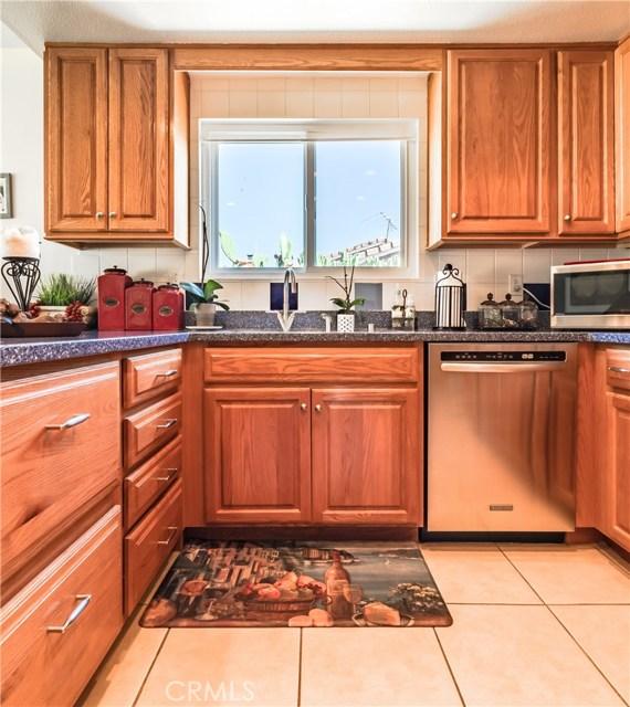 1237 Oak Mesa Drive, La Verne CA: http://media.crmls.org/medias/0e815d47-b680-4fd3-9215-7d246c6346ad.jpg