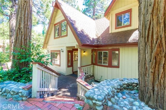 396 Birchwood Drive, Lake Arrowhead CA: http://media.crmls.org/medias/0e86156b-ed60-4409-8226-45bbb5f7a45d.jpg
