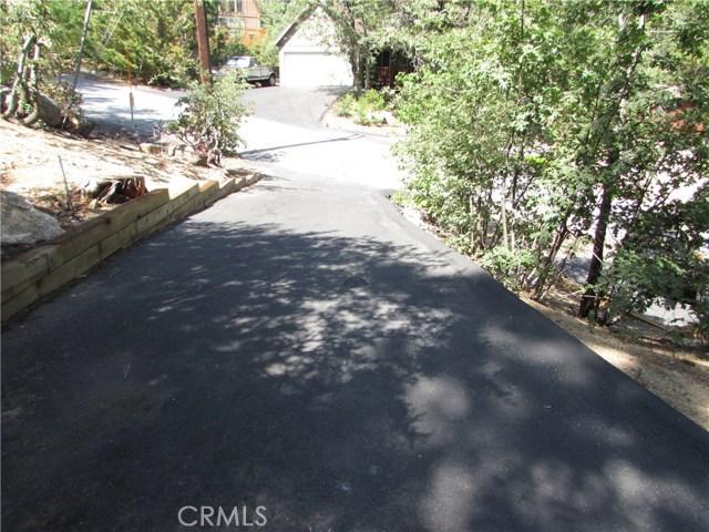 2533 Valhalla Drive, Running Springs Area CA: http://media.crmls.org/medias/0e8a52f4-21eb-4152-9490-740d3151e62f.jpg
