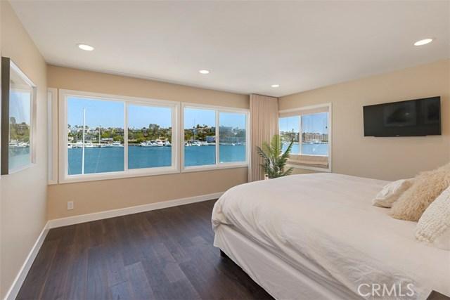 208 Via Lido Nord, Newport Beach CA: http://media.crmls.org/medias/0e953010-9b3b-4504-83f8-d511e7d8ea24.jpg