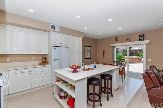 33571 Honeysuckle Lane, Murrieta CA: http://media.crmls.org/medias/0ea48039-81e8-4f00-8a01-ed610fe160c3.jpg