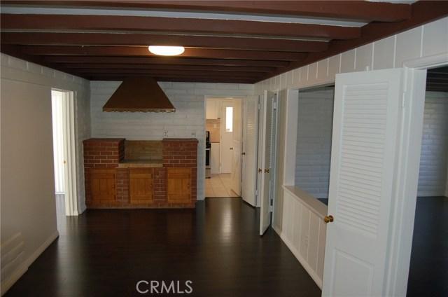 5940 Londonderry Drive, Riverside CA: http://media.crmls.org/medias/0eb97a03-e8c3-4c52-8047-0e4384418025.jpg
