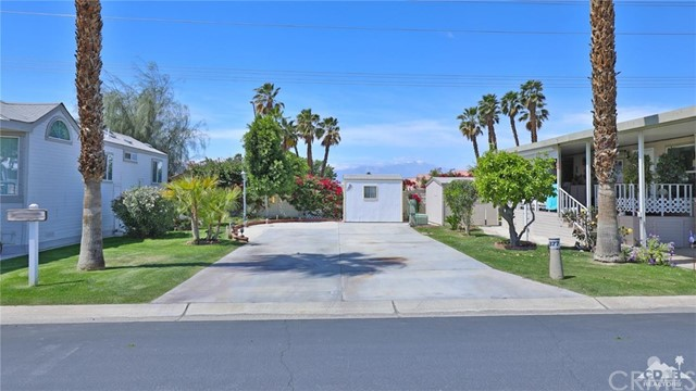 Photo of home for sale at 84136 Avenue 44 #377, Indio CA