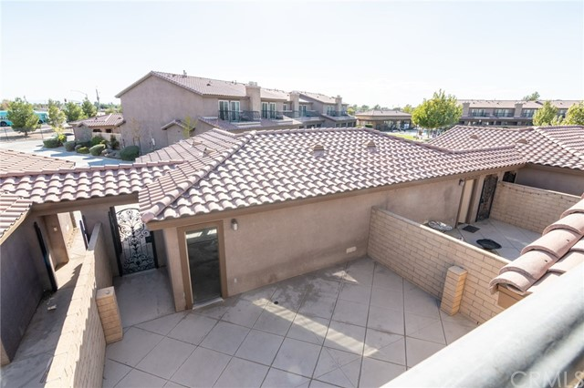 14176 Kiowa Road, Apple Valley CA: http://media.crmls.org/medias/0ebe60d0-240c-49f4-95bf-7e75ba0b010c.jpg