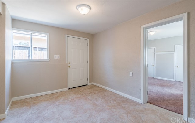 8681 Cypress Avenue Fontana, CA 92335 - MLS #: EV18086531