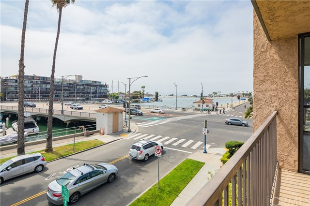 201 Bay Shore Avenue, Long Beach CA: http://media.crmls.org/medias/0ef4bb83-84d1-4ec2-b686-661995dd5cb0.jpg