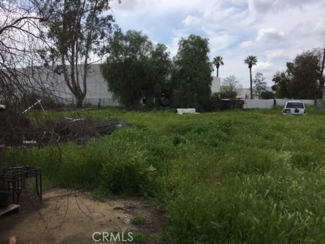 6837 Lomita Street, Riverside CA: http://media.crmls.org/medias/0ef4f65f-cb07-466c-abc2-8502a488a291.jpg