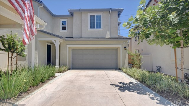 3177 E Chip Smith Way, Ontario CA: http://media.crmls.org/medias/0f082916-49f3-4d76-a9f7-75c2001c2f1b.jpg