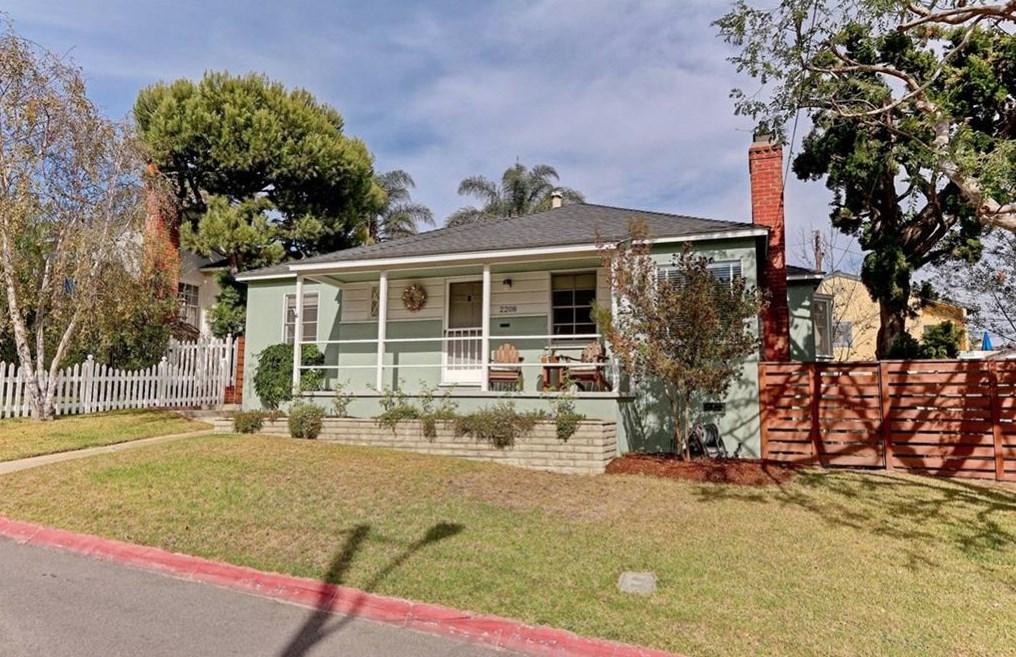 2208 Borden Ave, Hermosa Beach, CA 90254