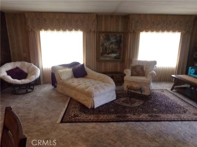 54999 Martinez Trail, Yucca Valley CA: http://media.crmls.org/medias/0f2aae90-188c-43a4-b9c5-5a365977be08.jpg