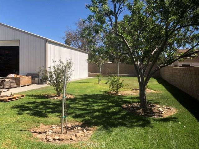 4096 Equestrian Lane, Norco CA: http://media.crmls.org/medias/0f57e96b-3cb0-48e3-bf72-e65e927e7f9d.jpg