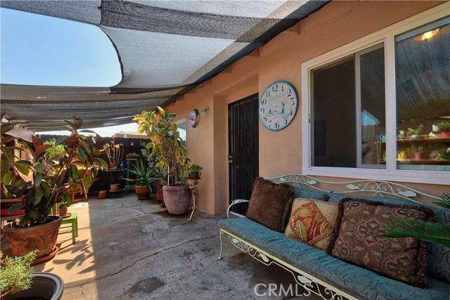 2077 Wallace Avenue, Costa Mesa CA: http://media.crmls.org/medias/0f5b250e-466a-4288-b887-9803f081dd6b.jpg