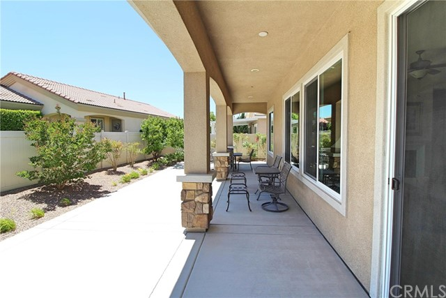 19441 Royal Oaks Road, Apple Valley CA: http://media.crmls.org/medias/0f8a4940-3988-4e9e-bc47-82355ef7acb3.jpg