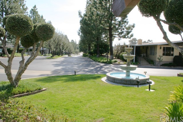 24001 Muirlands Boulevard, Lake Forest CA: http://media.crmls.org/medias/0f8bc21d-e41c-4de1-8537-0b366ae740a4.jpg