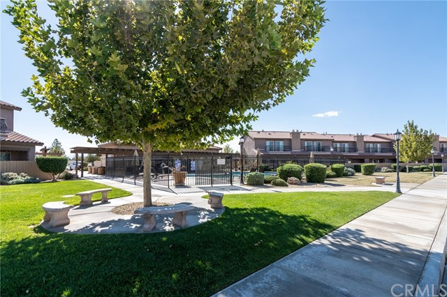 14176 Kiowa Road, Apple Valley CA: http://media.crmls.org/medias/0f96d1ac-d9c7-4202-b2b3-e1c1f4eabbf5.jpg