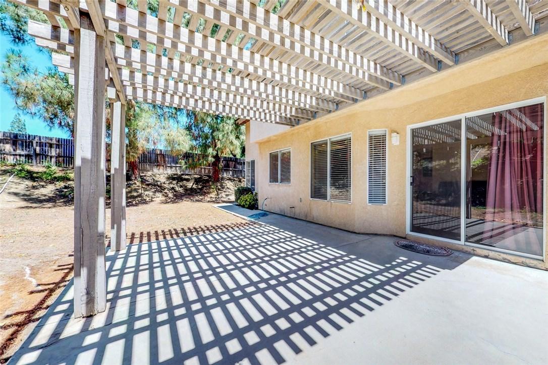 1750 Yellow Pine, Corona CA: http://media.crmls.org/medias/0fd890d6-3d28-40a2-9447-b1d252262710.jpg