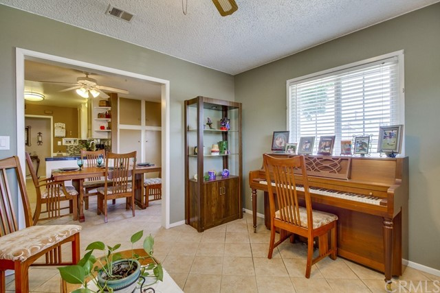 12682 Poplar Street, Garden Grove CA: http://media.crmls.org/medias/10020236-171b-4c1f-9acb-a18547dd64d0.jpg