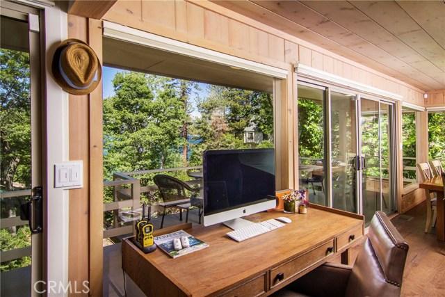 28736 Palisades Drive, Lake Arrowhead CA: http://media.crmls.org/medias/100b22d2-06a2-40e7-bc15-e3366d0371c8.jpg