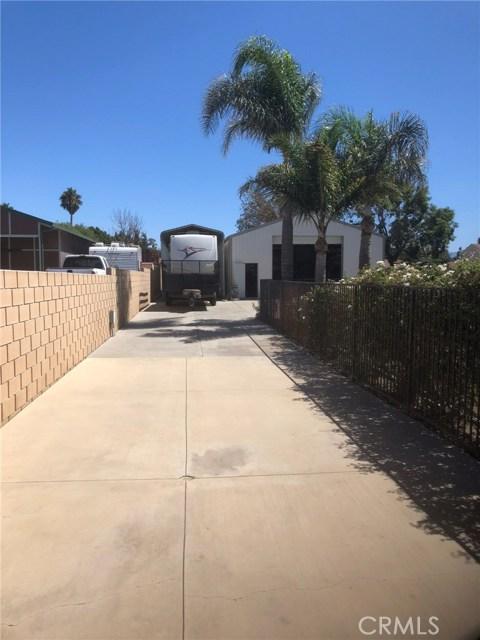 4096 Equestrian Lane, Norco CA: http://media.crmls.org/medias/1010b7b2-c458-4a93-9368-10845dfd0a43.jpg