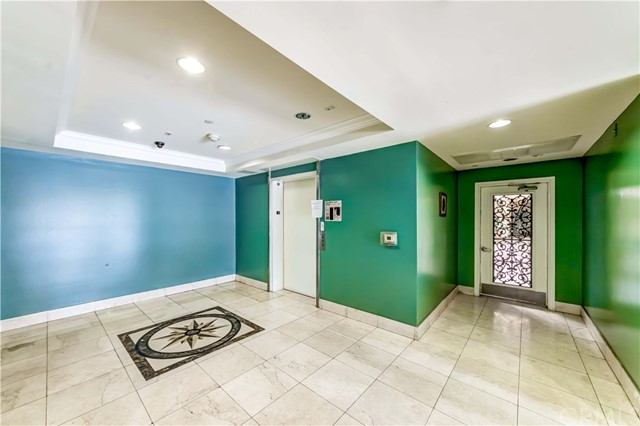 3061 W 12th Place, Los Angeles CA: http://media.crmls.org/medias/1017c7e2-7bfc-4d90-ae94-1611cc2a52a6.jpg
