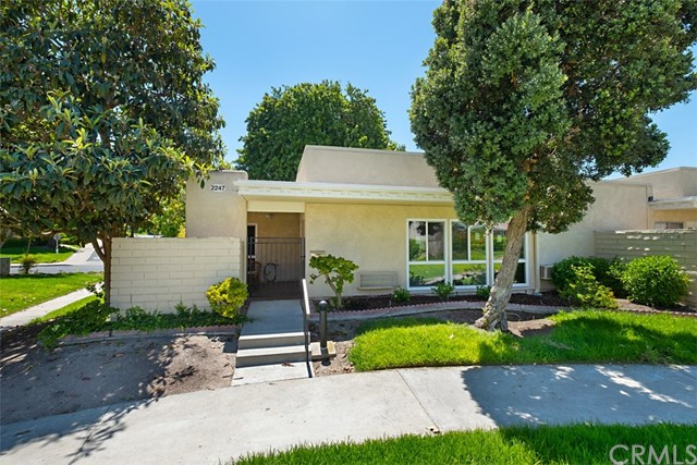 2247 Via Mariposa, Laguna Woods, CA 92637 Photo