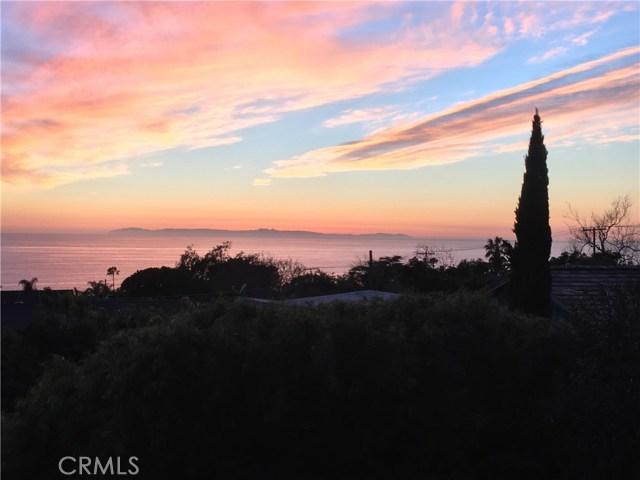 31562 Scenic Drive, Laguna Beach CA: http://media.crmls.org/medias/1027d3f8-ba24-4cef-855a-9ab13860c33c.jpg