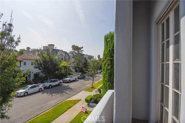 121 S Elm Drive, Beverly Hills CA: http://media.crmls.org/medias/103c3db0-0b7c-40b5-b328-b772a0ef3001.jpg
