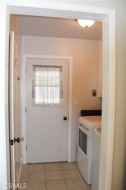 423 W Leeside Street, Glendora CA: http://media.crmls.org/medias/103ead76-241f-4153-ad10-a09de86a9e08.jpg