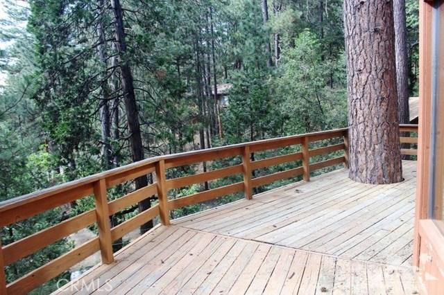 23076 Oak Leaf Lane, Idyllwild CA: http://media.crmls.org/medias/1056f40c-60ec-4983-8b44-122a91c73a02.jpg
