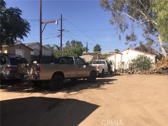 313 N Poe Street, Lake Elsinore CA: http://media.crmls.org/medias/105a6986-23c6-4031-bcf7-517612fc97ee.jpg
