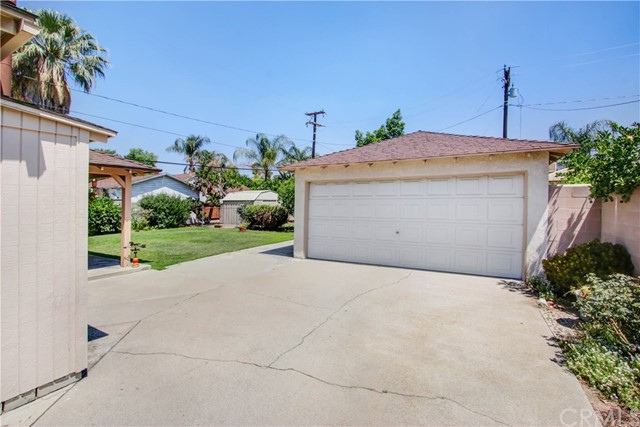 124 E 34th Street, San Bernardino CA: http://media.crmls.org/medias/10699604-3400-4eed-ad91-79f30134d517.jpg