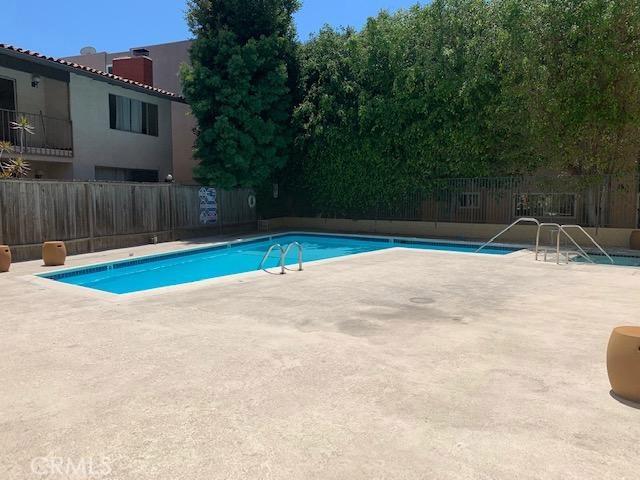 5950 Buckingham Parkway, Culver City CA: http://media.crmls.org/medias/107c3ca8-6e12-4579-8e06-4a4f5b07e8e4.jpg
