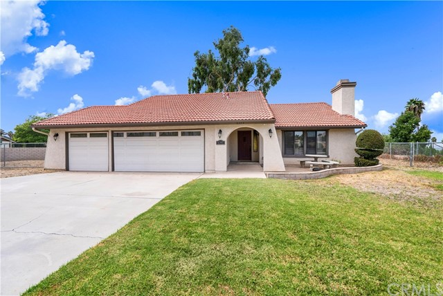 Detail Gallery Image 1 of 20 For 6393 Greyson Way, Riverside, CA 92506 - 3 Beds | 2 Baths