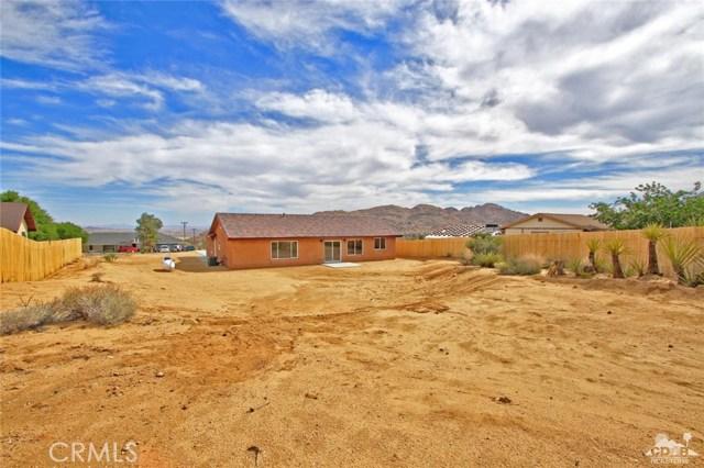 61755 Navajo, Joshua Tree CA: http://media.crmls.org/medias/1087ffe5-d814-487c-880f-5a30c1b46310.jpg