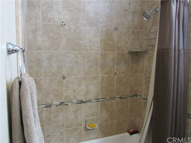 6975 Garden Rose Street, Fontana CA: http://media.crmls.org/medias/109136d2-830d-4ee4-bdcf-4da99968ad73.jpg