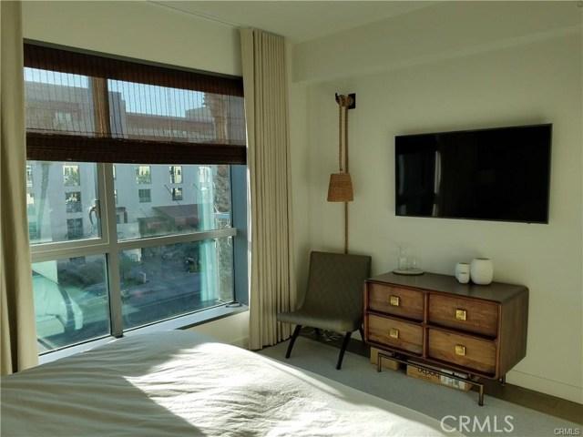 1755 Ocean Avenue, Santa Monica CA: http://media.crmls.org/medias/10914ee7-1113-4383-840c-f132c14590ad.jpg