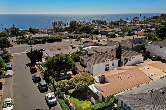 246 Beverly Street, Laguna Beach CA: http://media.crmls.org/medias/10a8e51c-cfa9-428c-ba86-bdcdeb39ec4d.jpg