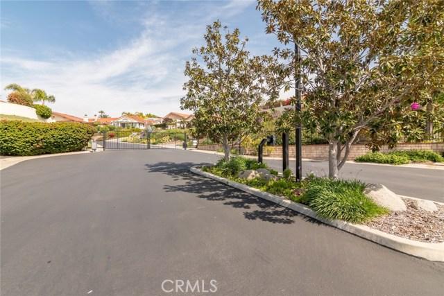 1061 Ridge Heights Drive, Fallbrook CA: http://media.crmls.org/medias/10c2f1a9-15ff-4650-bdb9-a4b9a7bcfb71.jpg