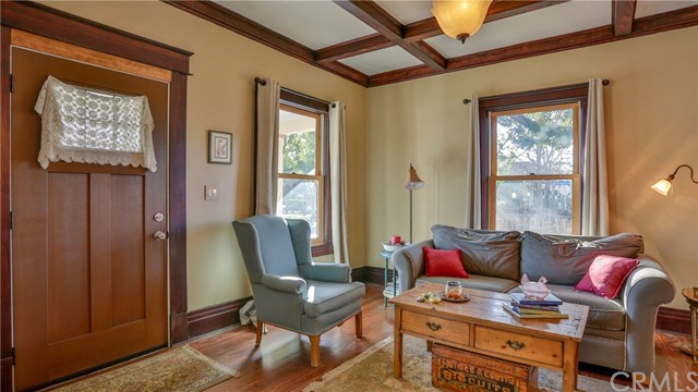 407 San Francisco Avenue, Pomona CA: http://media.crmls.org/medias/10dde715-e799-49c4-9321-6f94423b6a81.jpg