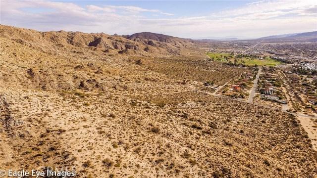7400 Fairway Drive, Yucca Valley CA: http://media.crmls.org/medias/10f085ed-90e3-44f8-a2d1-af069e4a976b.jpg