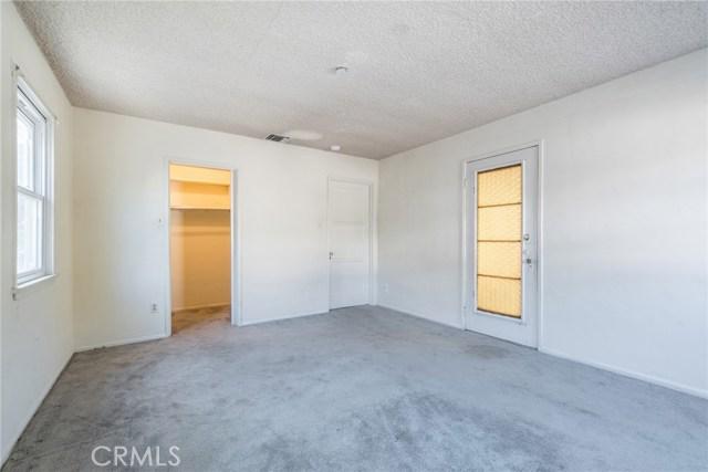10244 Tinker Avenue, Tujunga CA: http://media.crmls.org/medias/10f27e30-fc9b-4e26-a185-3e08e75a6c8d.jpg