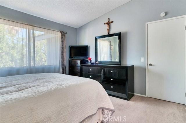 951 Inn Keeper Lane, Corona CA: http://media.crmls.org/medias/10f589c2-d688-401c-8888-11f615a16aab.jpg