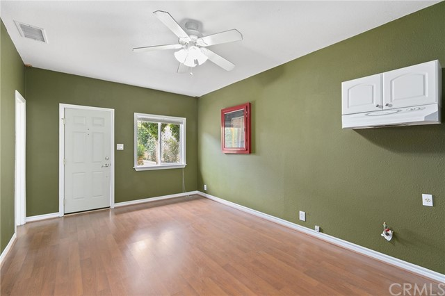 324 W Kendall Street, Corona CA: http://media.crmls.org/medias/11022162-073a-4238-aa1f-6660e2d4e7c1.jpg