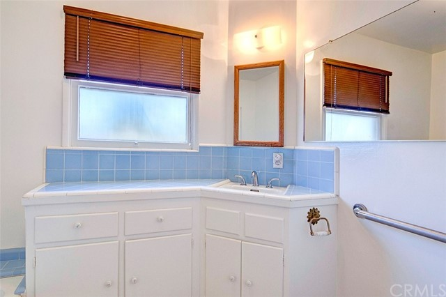 15404 S Saint Andrews Place, Gardena CA: http://media.crmls.org/medias/1121e6ca-c232-4d9e-857c-abd229deca00.jpg