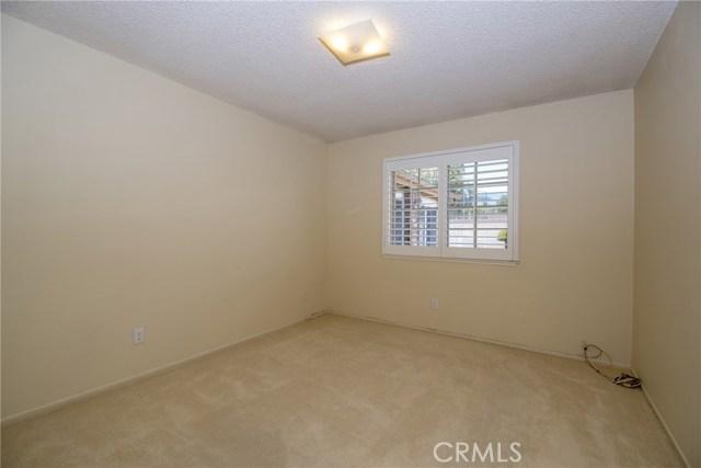 995 W 15th Street, Upland CA: http://media.crmls.org/medias/11468713-34be-4fb4-8ed9-c5df0b766386.jpg