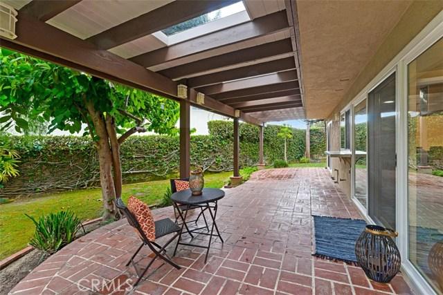 19392 Weymouth Lane, Huntington Beach CA: http://media.crmls.org/medias/11554056-1687-4644-ac42-6e0caf85feb7.jpg