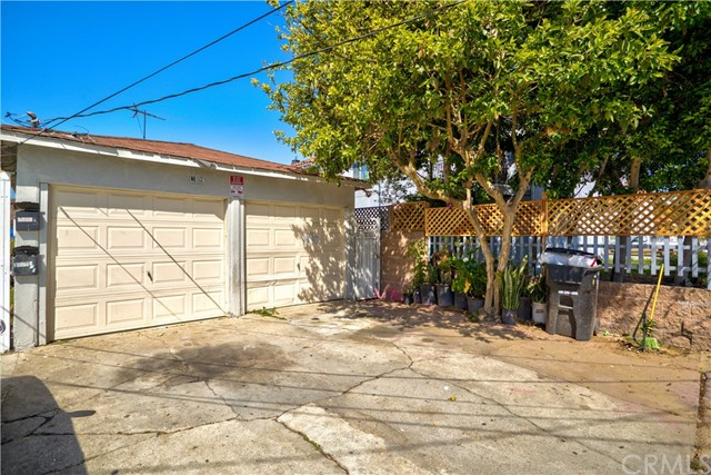 11305 Burin, Hawthorne, Los Angeles, California, United States 90304, ,Residential Income,For Sale,Burin,SB21070559