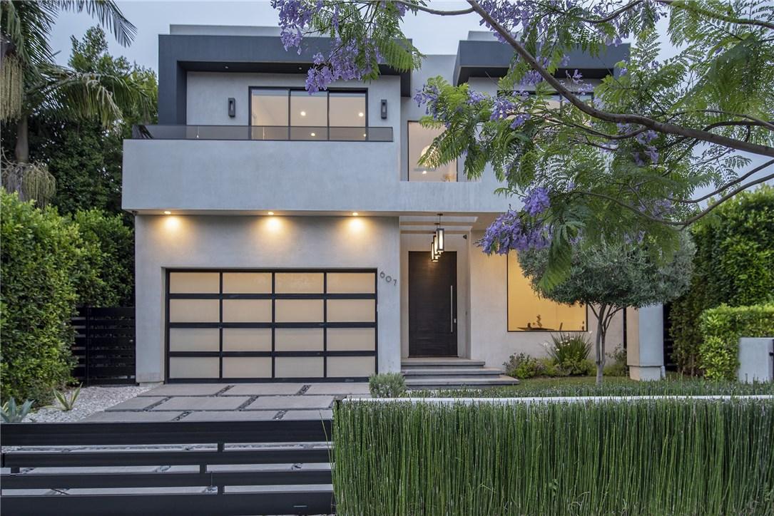 607 N Curson Avenue, Los Angeles CA: http://media.crmls.org/medias/11993e2f-8f90-4d9b-8982-989996470460.jpg