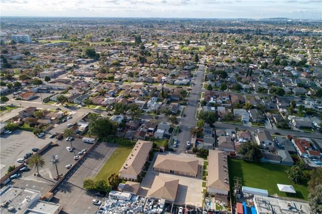 15927 Santa Ana Avenue, Bellflower CA: http://media.crmls.org/medias/11a12404-dea0-4452-9f41-c172744b9c49.jpg