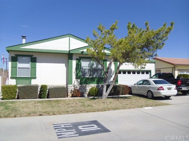 22241 Nisqually Road, Apple Valley CA: http://media.crmls.org/medias/11be3393-467b-4a3c-bfa6-c64d7c7881aa.jpg